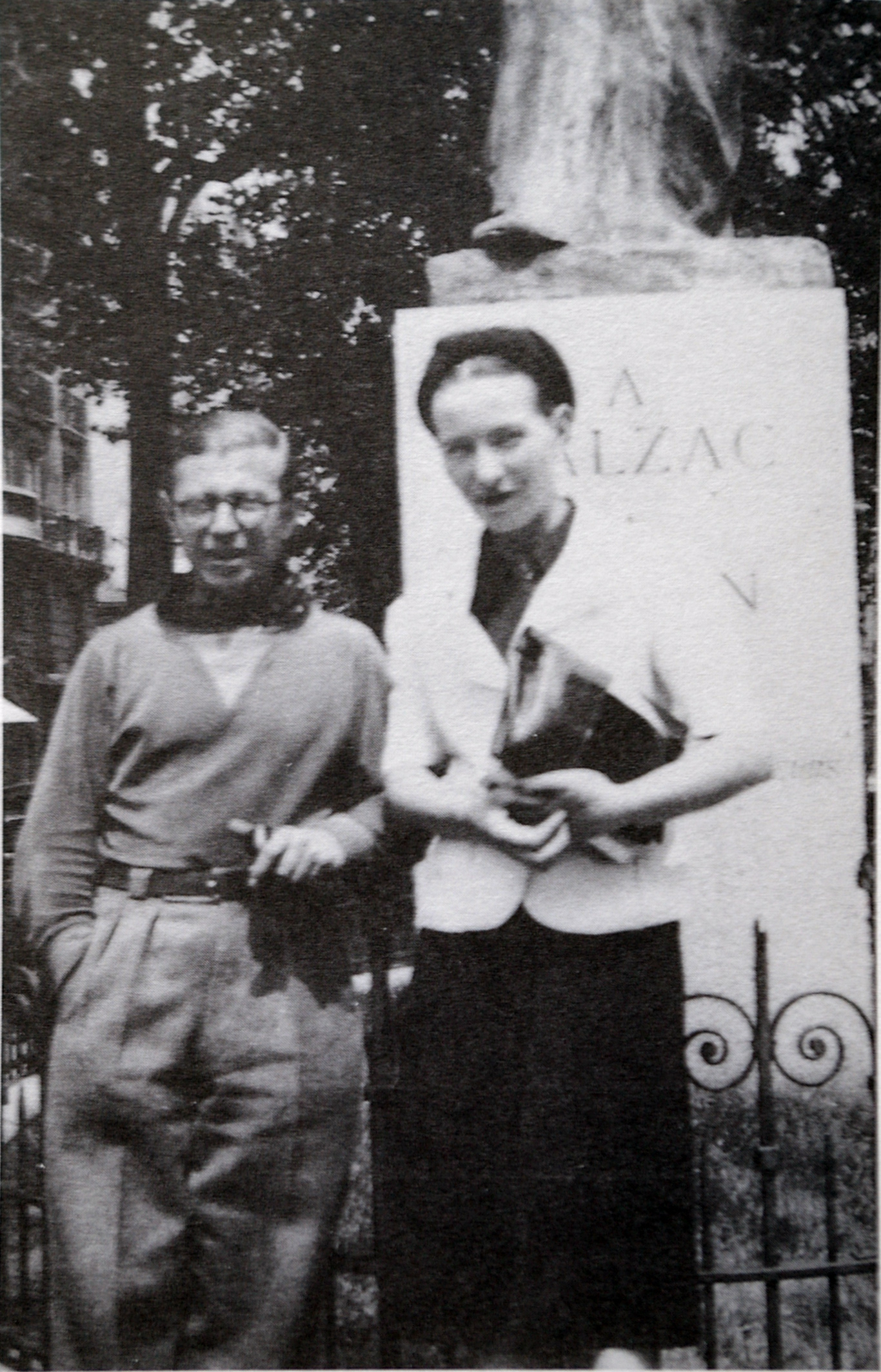 Jean-Paul Sartre and Simone de Beauvoir at the Balzac Memorial – Public Domain Image