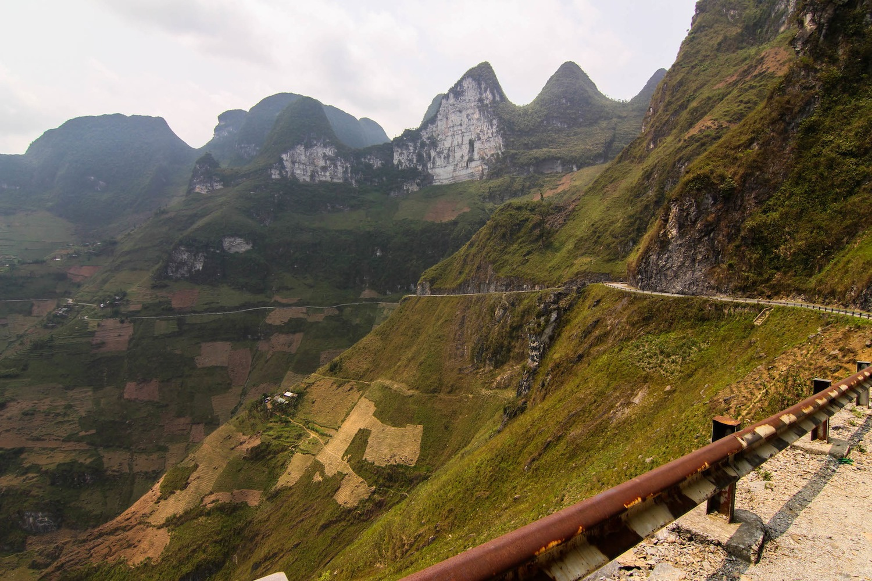 The road between Dong Van and Meo Vac