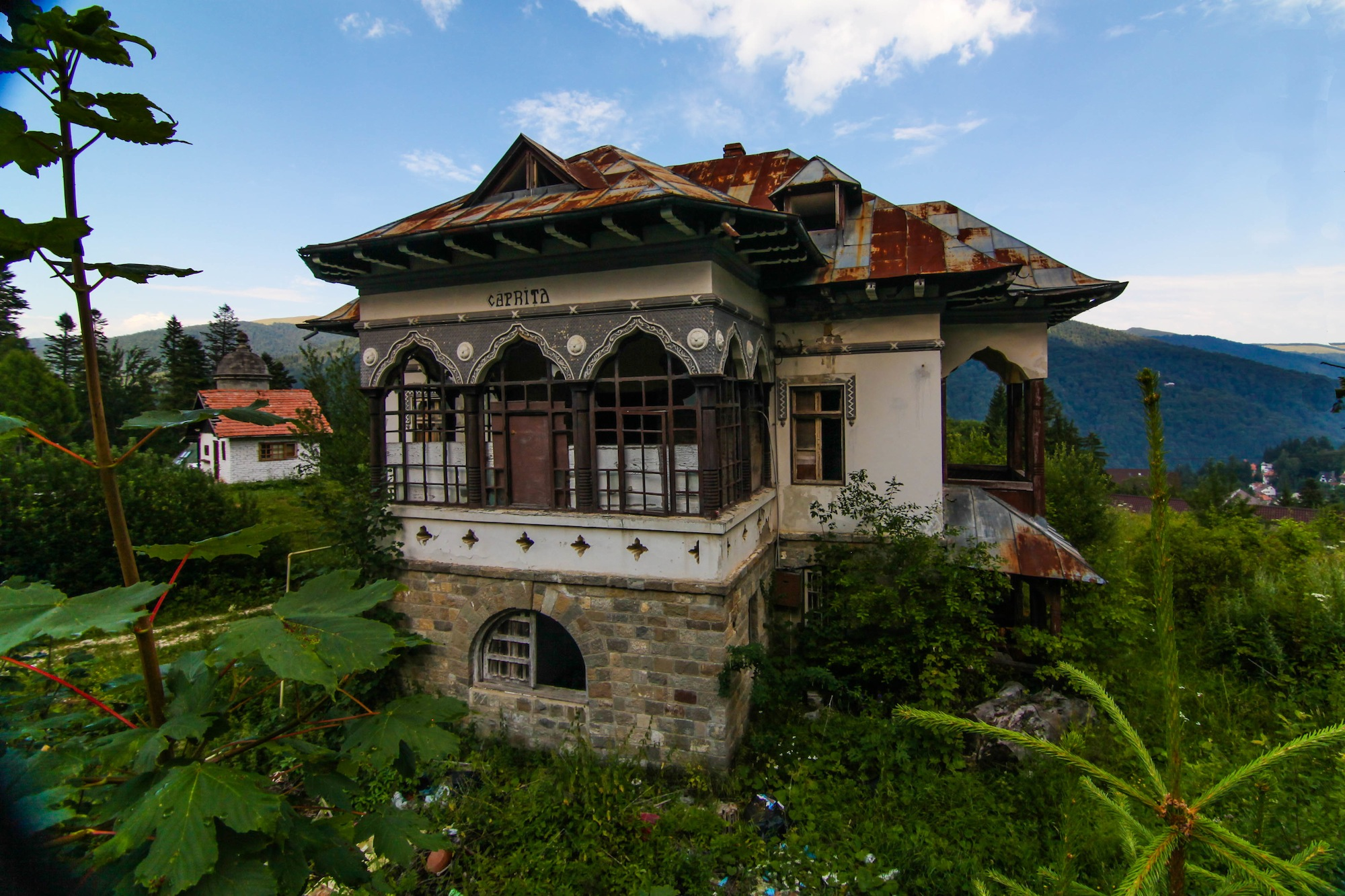 Abandoned house in Sinaia