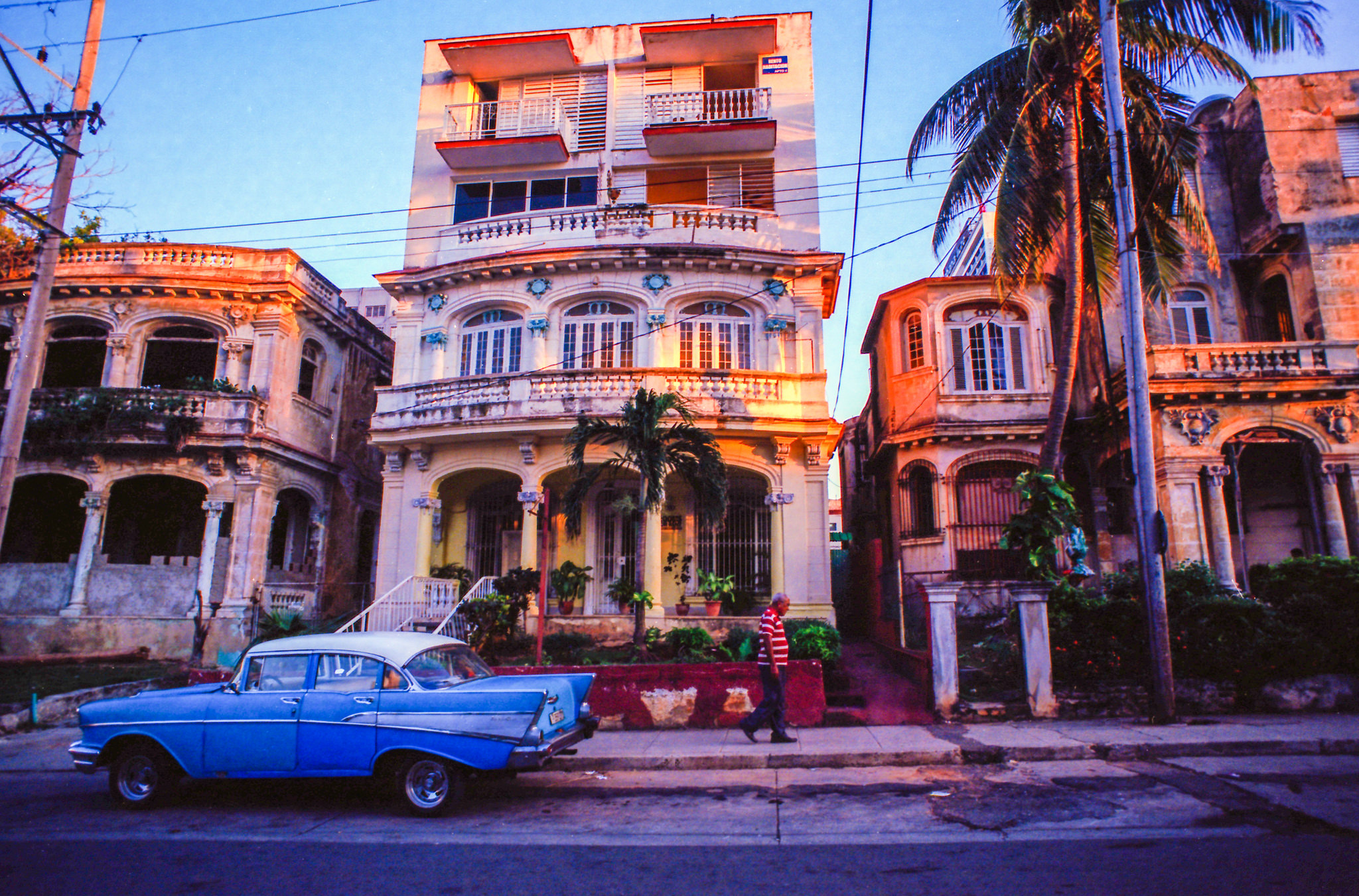 Vedado, Havana. taken on Nikon FE2, Nikkor 20mm f3.5, Ektar 100 35mm film