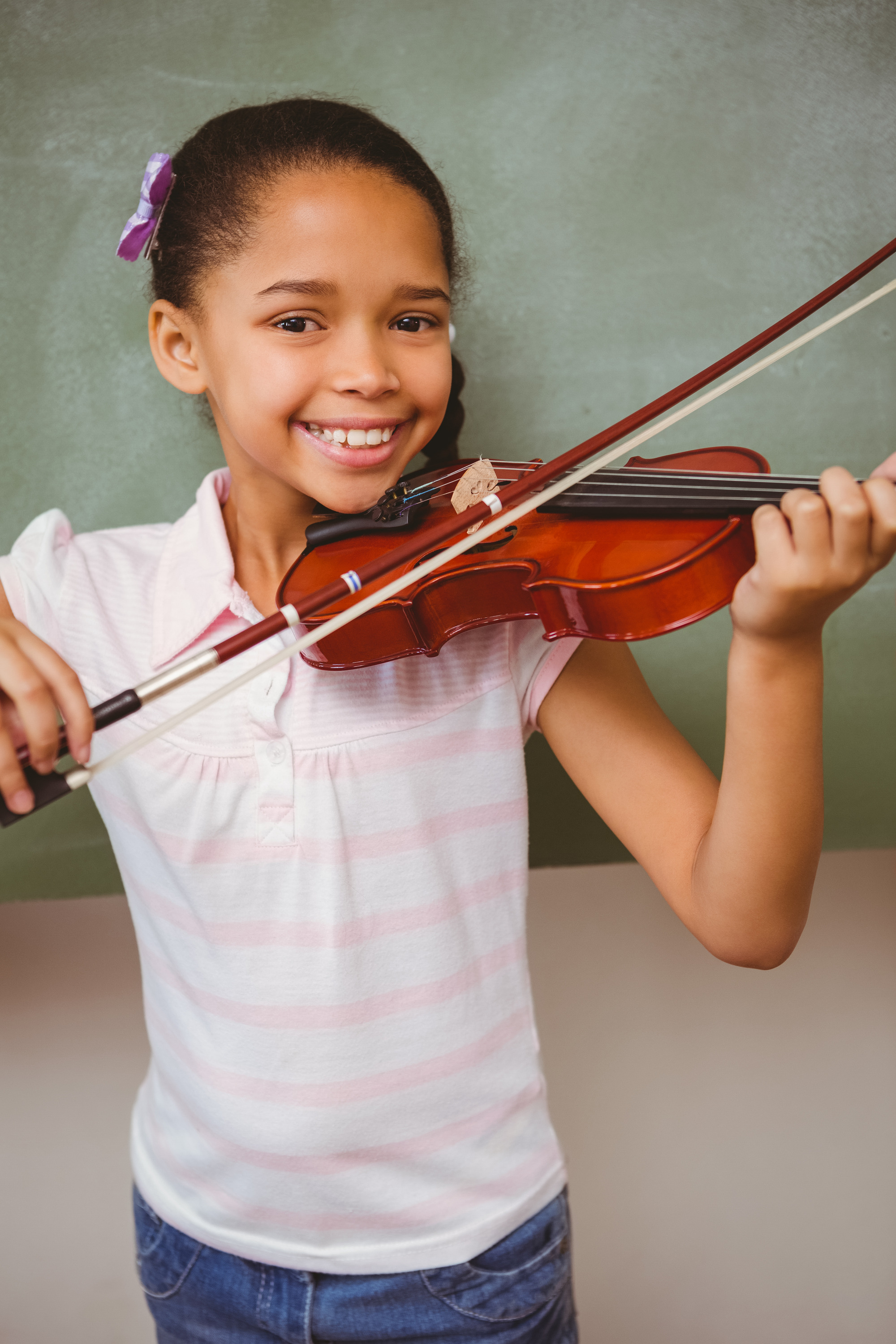 photodune-10553469-portrait-of-cute-little-girl-playing-violin-in-classroom-l.jpg