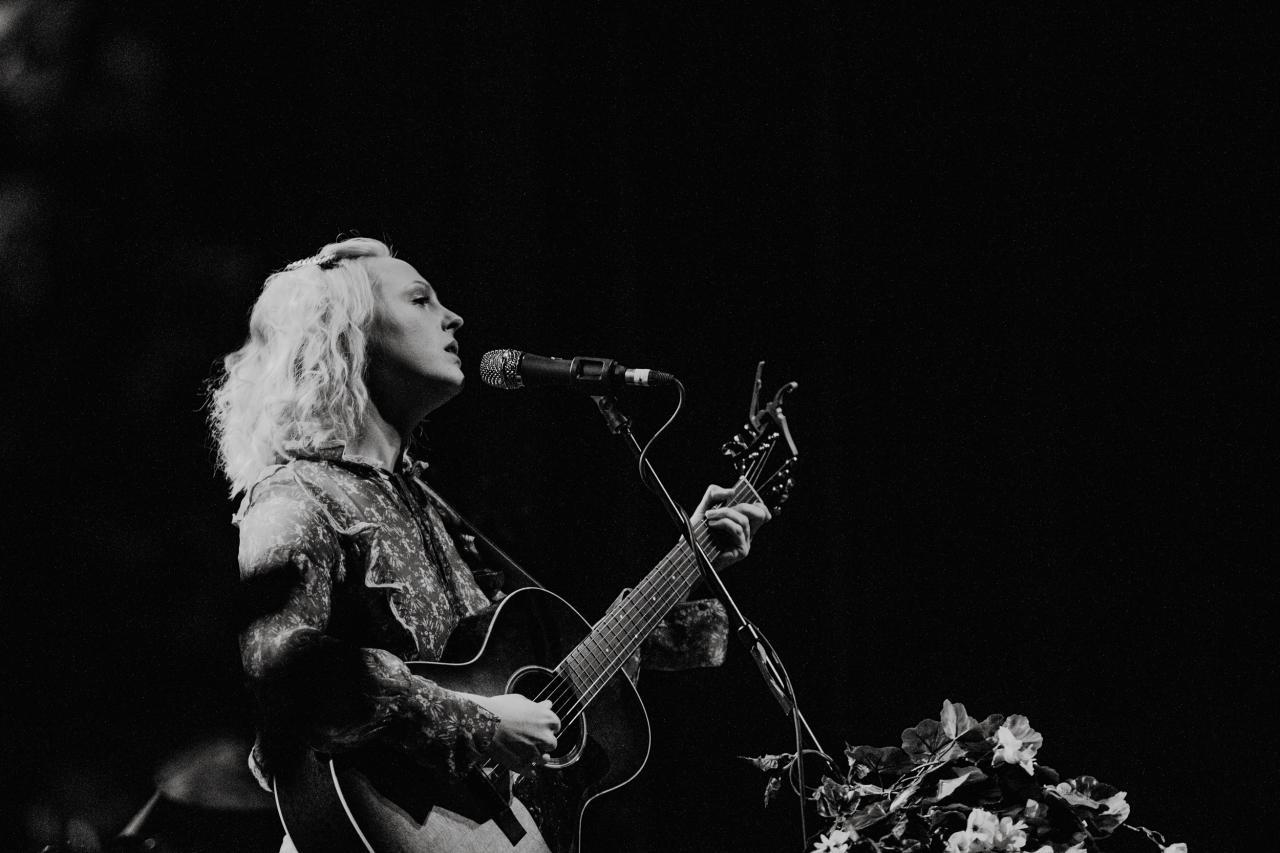 Laura-Marling-vogue-theatre-do-604-4.jpg