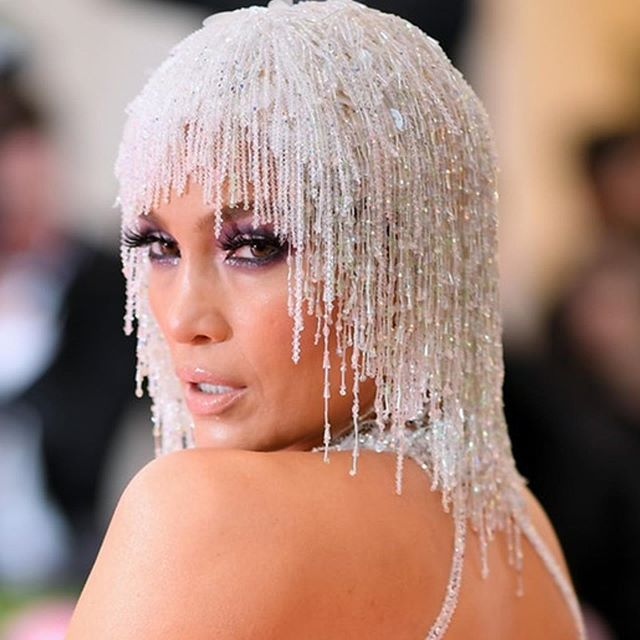 The Colour Purple! Associated with royalty, extravagance, luxury and ambition... you got that right! Lusting after @jlo's beaded headpiece! @metgala2019_ @gigihadid @lilyjcollins #fashion #fashionista #thecolourpurple #metgala2019 #redcarpet #bestbeauty #hairandbeauty #beauty #sizzle #worktheredcarpet #ownit #beautyinspiration #beautyicons #beautyobsessed #smokeyeyes #bighair #beadedheadpiece