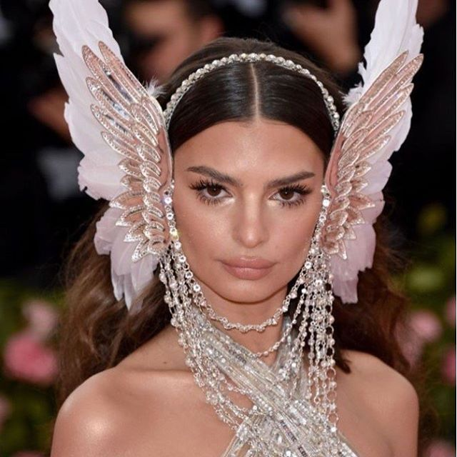 If I had @emrata's body I would also be tempted to give this Cher reincarnation a go! Flaunt it Emily! @metgala2019_ #fashion #fashionista #metgala2019 #metgala #cher #bejeweled #bodytodiefor🔥 #rockthatbody #rockthatlook #shithot #hothothot #bestbeauty #hairandbeauty #redcarpet #sizzle #camp #model #beautyinspiration #perfection #strut #workit
