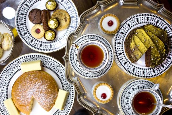 Some seriously tempting cakes presented on the beautiful Mandala fine bone china range.