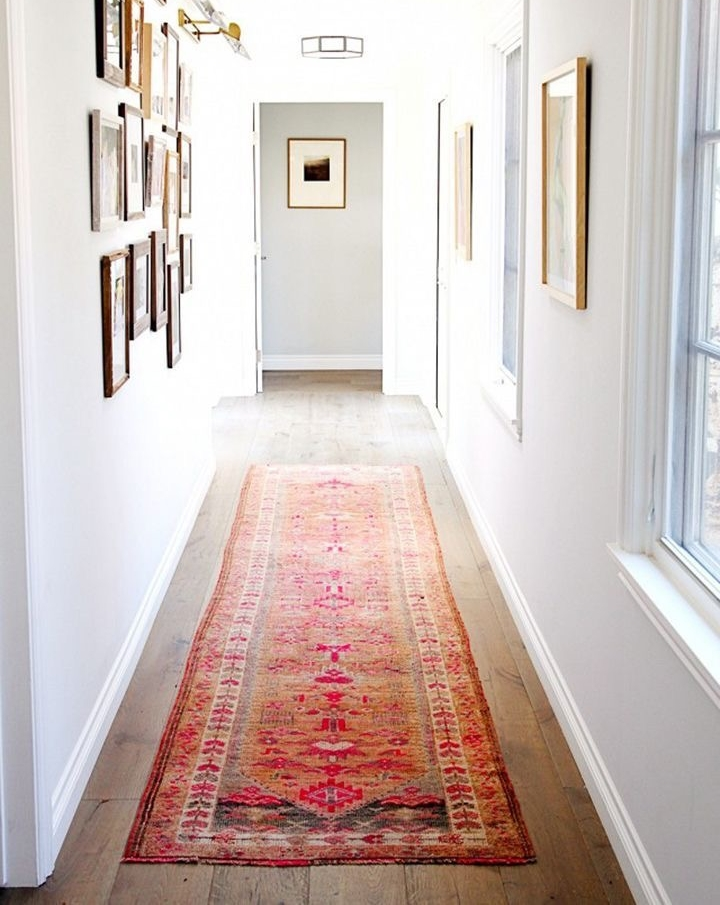 My love for Persian carpets never fades.  Photography by  Sabra Lattos Photograph y via  My Domaine .