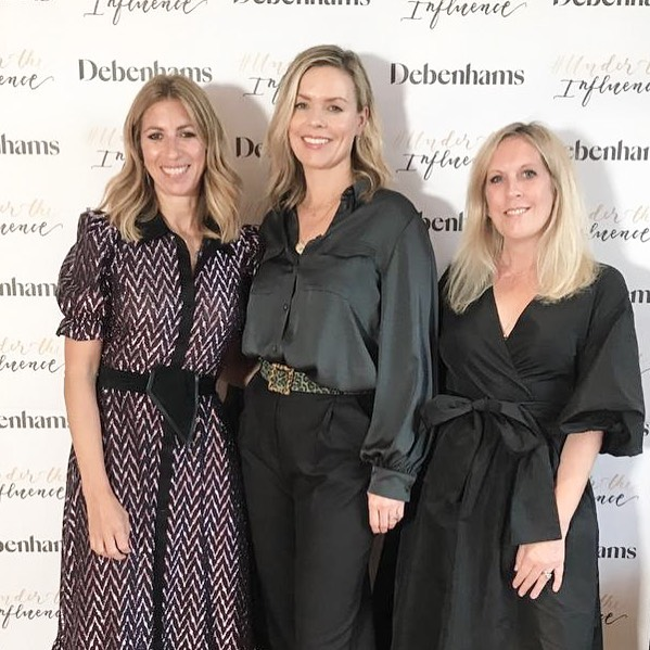 Can I just start this post by saying I am not actually small?! I'm a very decent 5'5 (although my mum and sister would disagree) but I REALLY should have worn heels 🙄 Three months ago, @gaylerinkoff asked @carolinebarnesmakeup and I if we would join her in combining fashion, beauty and interiors for #undertheinfluence to talk about how to find your style 💙 And I'm so happy that I did - not only was it amazing to meet so many fabulous people but also to have the opportunity to work with Gayle and Caroline who are so passionate about their subjects 🙌🏻 Such a brilliant evening and thanks to everyone who came, to our lovely sponsors and to Gayle who worked so hard to make it happen 💙 I bloody LOVE Instagram. Bring on the next one 👌🏻 PS: most importantly I now know that my skincare routine has been completely wrong for the last 20 years and that the Kerman tradition of taking your make up off with baby oil is wholly unacceptable 🙄  #shocking #beautyfail #whatwouldcarolinedo #notthat #newfriends #workshops #yayforinstagram