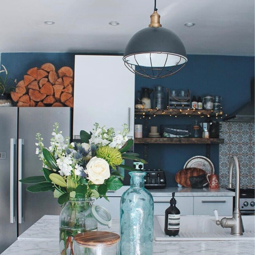 A large central light creates ambience: Kitchen,  Katty Patterson .