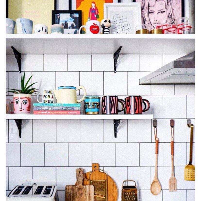 A masterclass in kitchen shelf styling: Kitchen,  Emma Jane Palin .