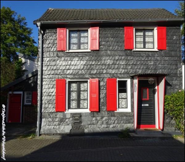 Шиферный дом в Дюссельдорфе-Урденбахе