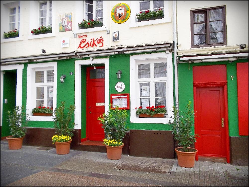 Дюссельдорф, достопримечательности: Старый город и «Чикош» – здесь Гюнтер Грасс под лестницей играл джаз на стиральной доске.