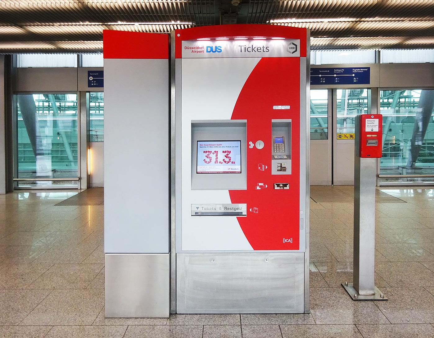 В этом автомате в аэропорту можно купить любые билеты на транспорт, а также и туристическую карточку.