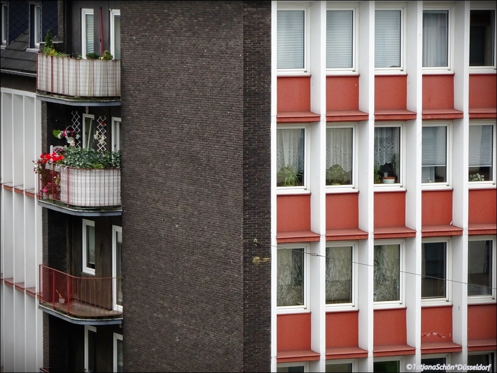 Балкон маленький.