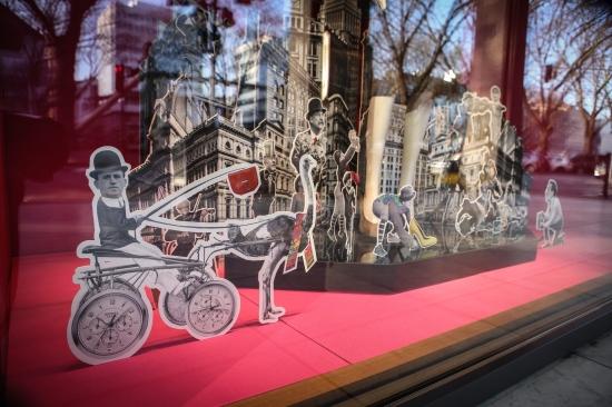 Это их забавная витрина на момент открытия магазина в Дюссельдорфе (взято мной на сайтеhttp://www.wz.de - издательства, которое расположено в том же здании, что и Эрме)