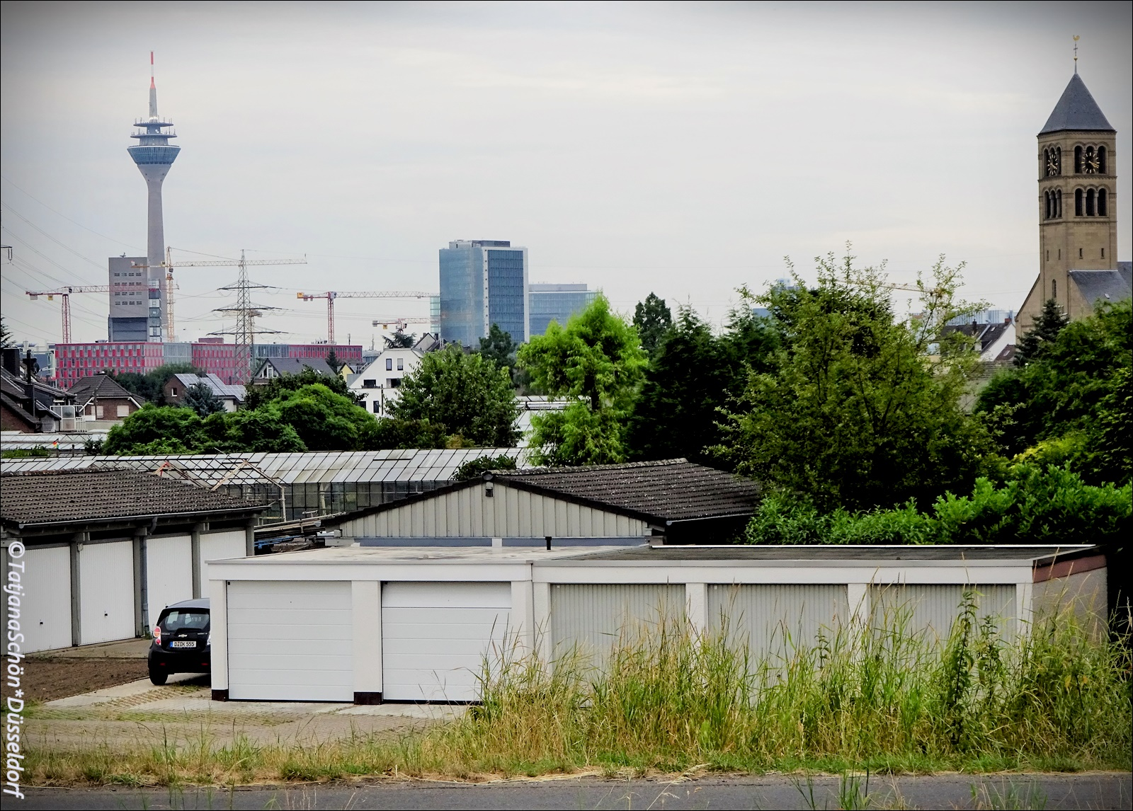 Вид на дюссельдорфскую телебашню из района Хамм