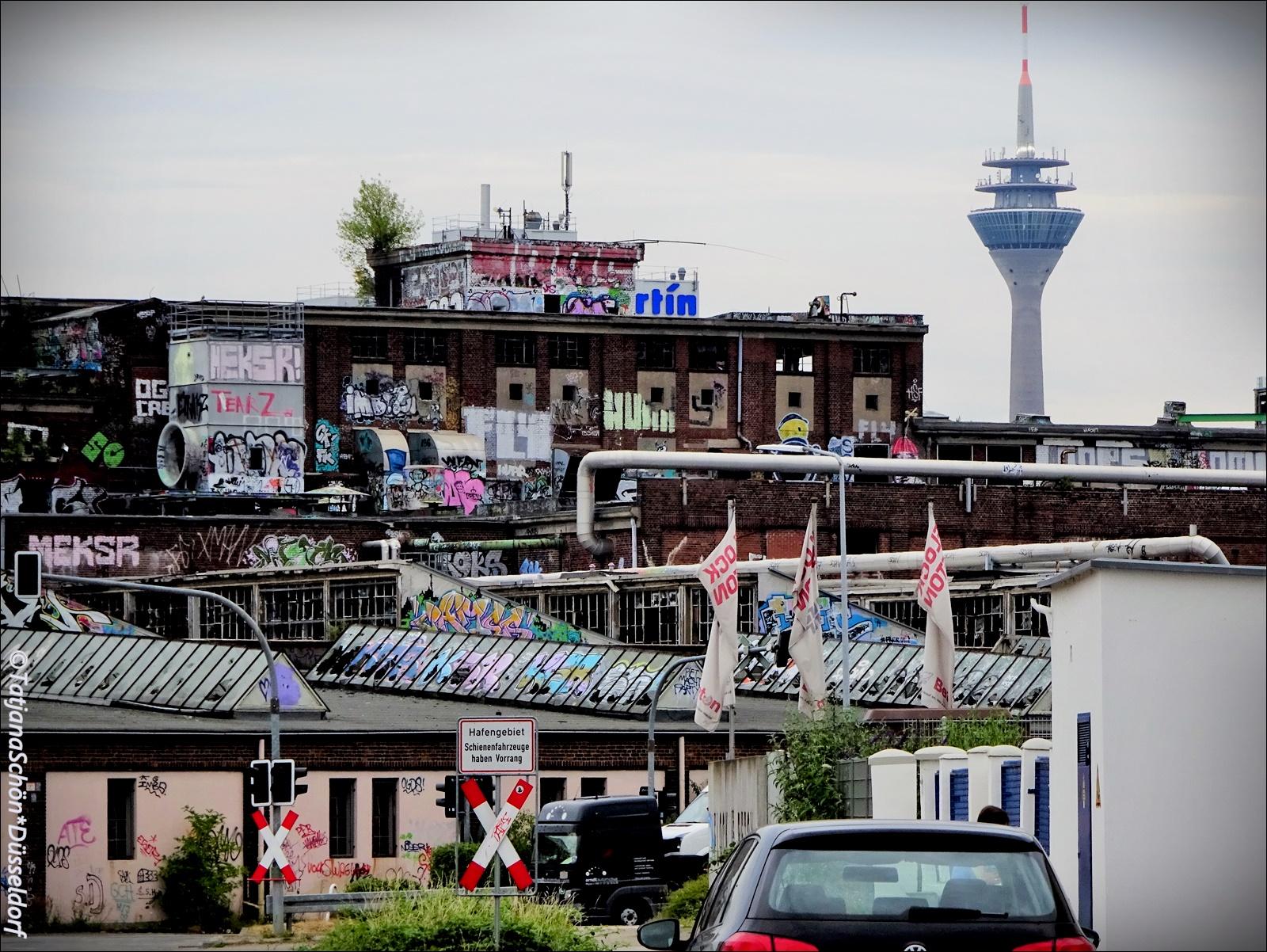 Вид на дюссельдорфскую телебашню из порта
