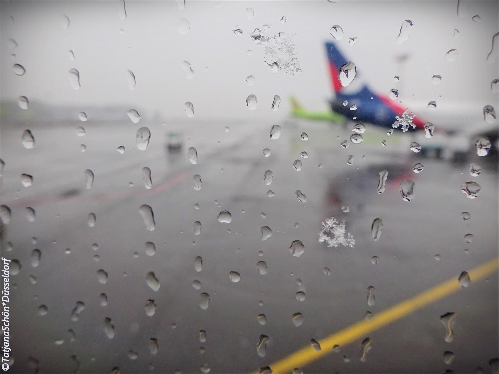 мокрый снег в Домодедово- танец снежинок увидела и при посадке в самолёт