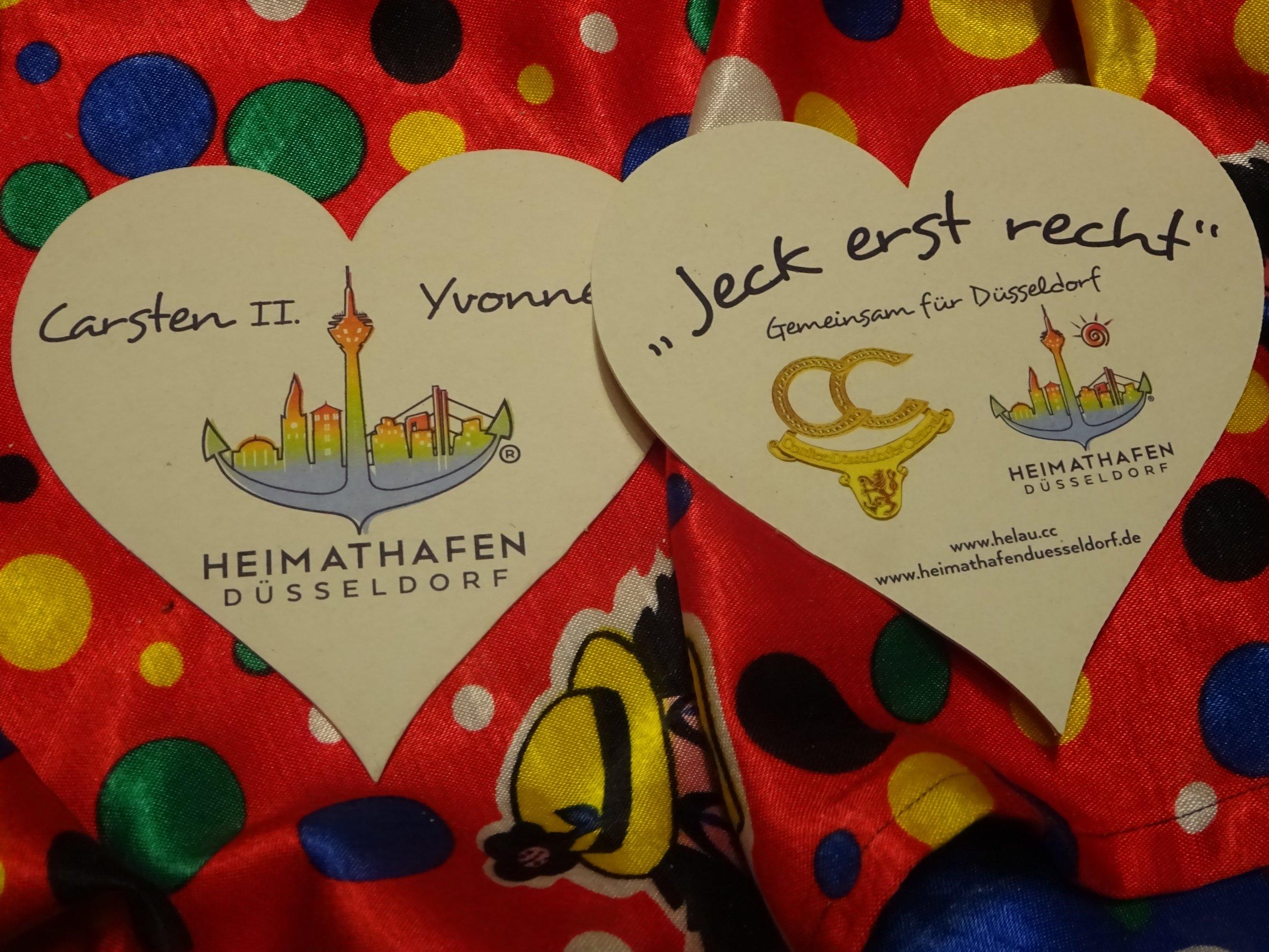 """В Дюссельдорфе можно сейчас отлично """"подурачиться"""" - здесь празднуют карнавал, любят поесть (и селёдку в том числе в последний карнавальный день!) и выпить рейнвейна :-)"""
