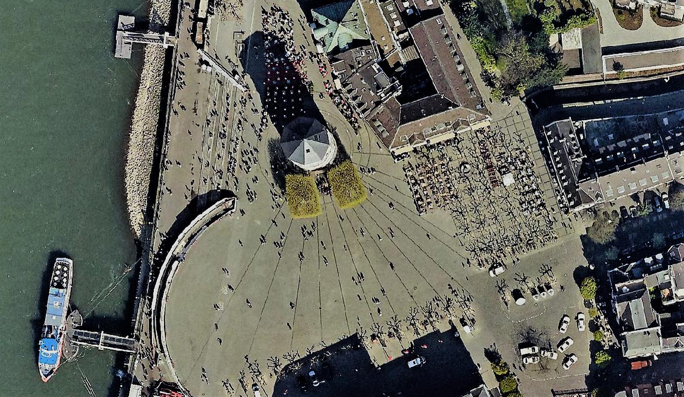 Бург-платц (Burgplatz) -башня Дюссельдорфского замка(Schlossturm) на замковой площади