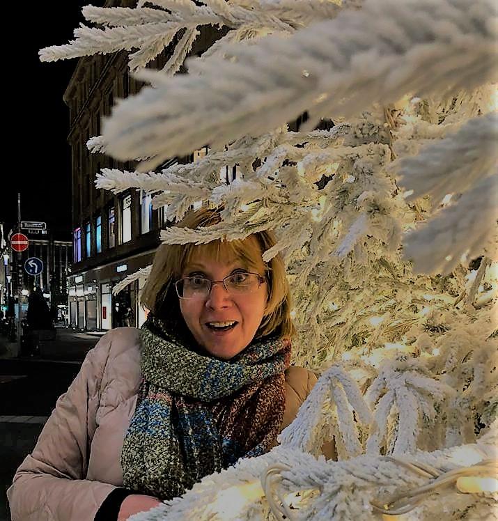 Фотографировала ©Ekaterina Milkinski последним октябрьским вечером (после театра) в Дюссельдорфе, а мой внутренний режиссёр-постановщик выдал изумление увиденным)).