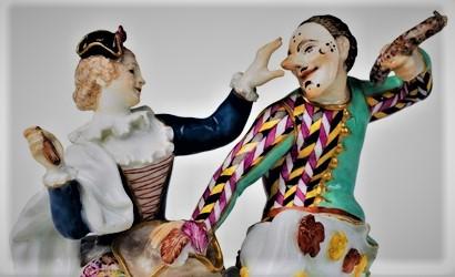 Метрополитен-музе в Нью-Йорке, экспонирует похожую фарфоровую парочку из Мейсена, куда направится далее Карамзин. Приглядитесь: фарфровые колбаски? Йа! Мейсен вложил в 18 веке в руки Ханса и Коломбины. Есть много версий (тут вот жареная, по-моему), в том числе и в Метрополитен музее (там - белая баварская)).