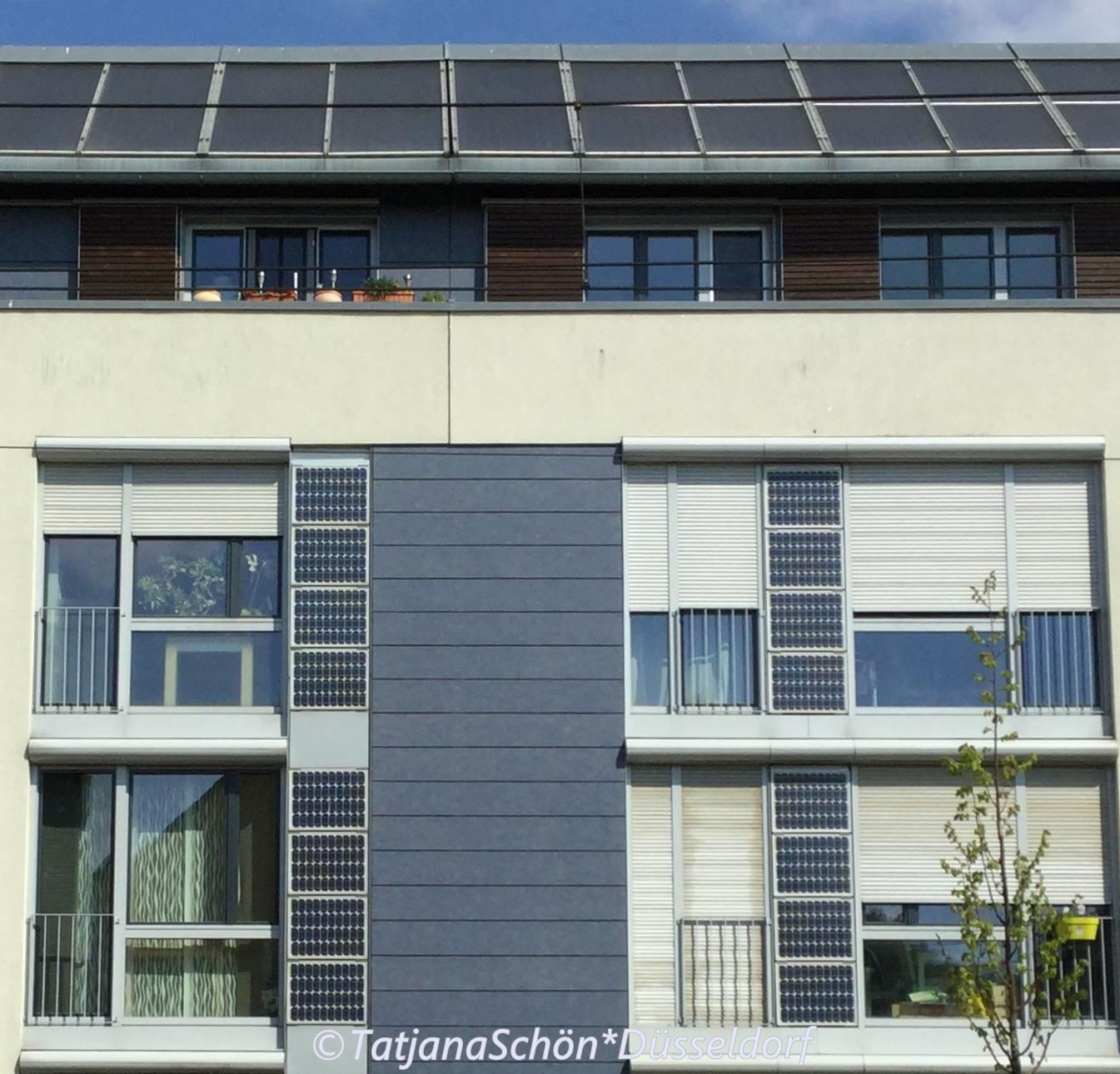 Близ Медийной гавани - начало 21 века. Солнечные батареи в комплекте :)