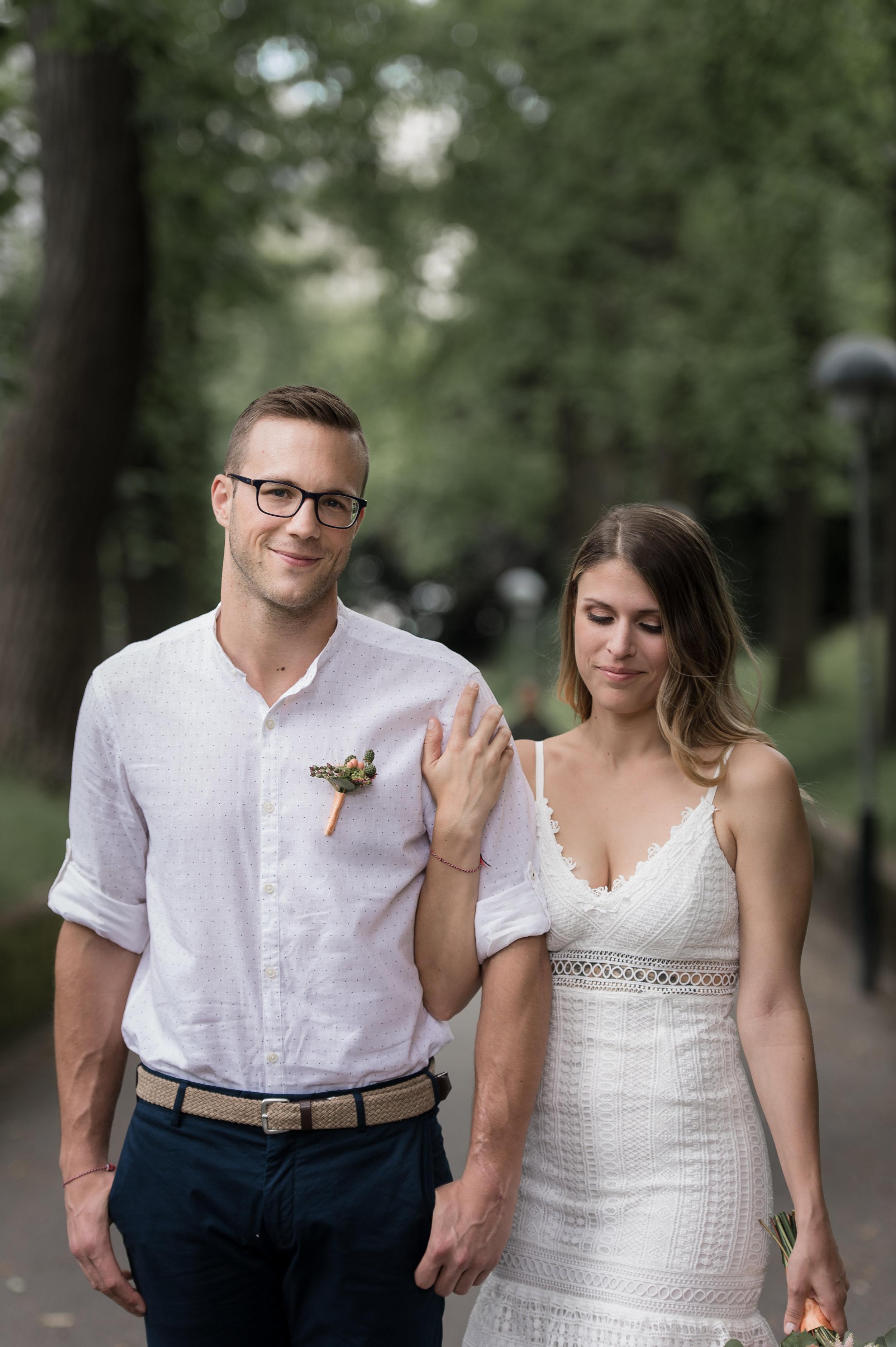 S&D - «Nous souhaitions te remercier pour ton travail exceptionnel lors de notre mariage civil. Ton professionnalisme, ta disponibilité et ta bonne humeur nous ont permis d'être à l'aise devant l'objectif et surtout de nous amuser pendant cet exercice peu commun. Nous en gardons un souvenir merveilleux, des clichés magnifiques, naturel, qui ont dépassé toutes nos attentes. MERCI Sam d'avoir immortalisé la magie de ce jour si spécial pour nous!»