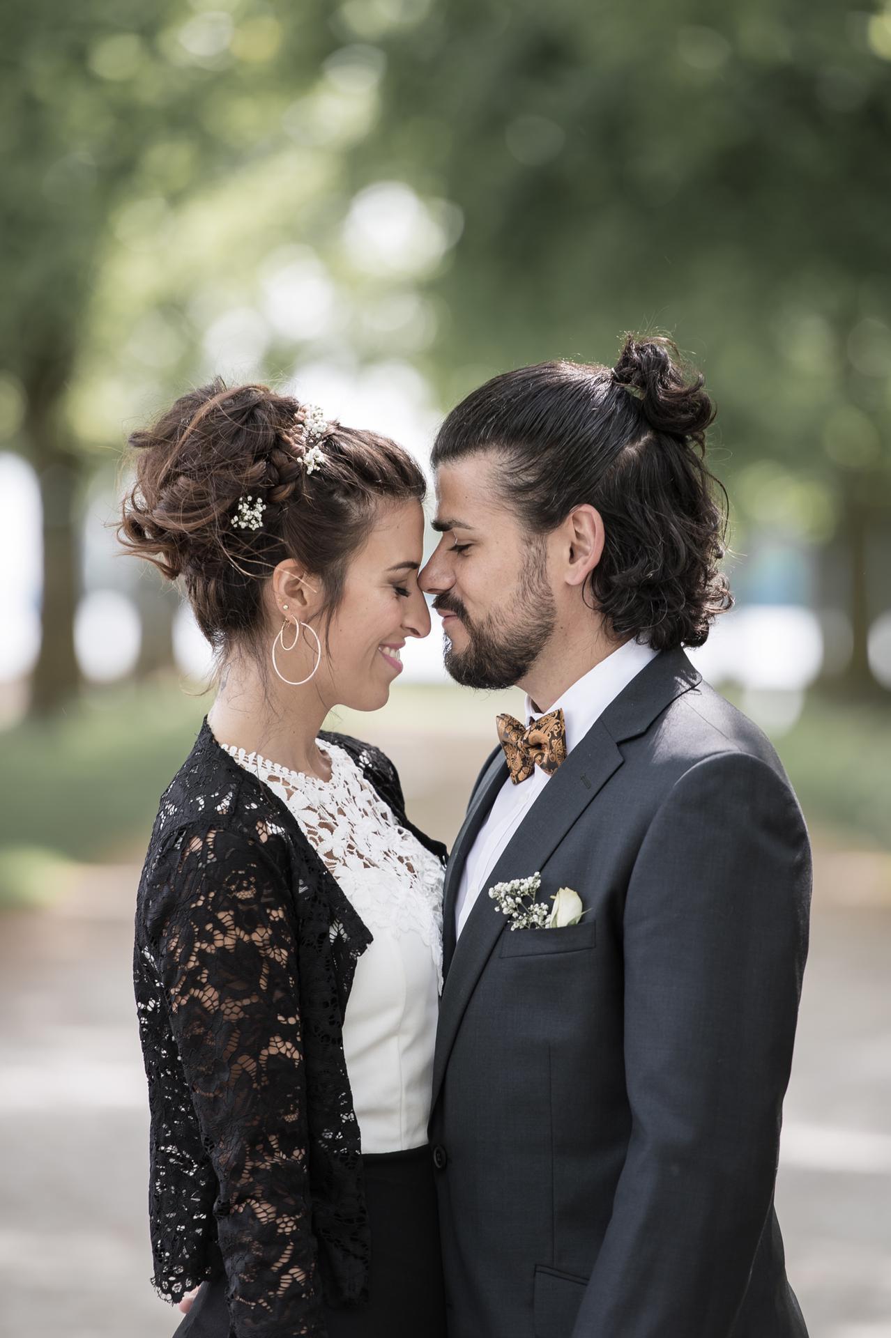 S&G - «Ce fût un plaisir de t'avoir comme photographe. Tu as su être discrète et prendre nos meilleures expressions sans rien orchestrer pendant la cérémonie. Avec ta sympathie, tu as su nous mettre à l'aise, nous faire sourire et capturer le meilleur de nous pour garder des souvenirs inoubliables. Nous recommandons dans tous les cas pour un mariage et pour le reste… affaire à suivre!»