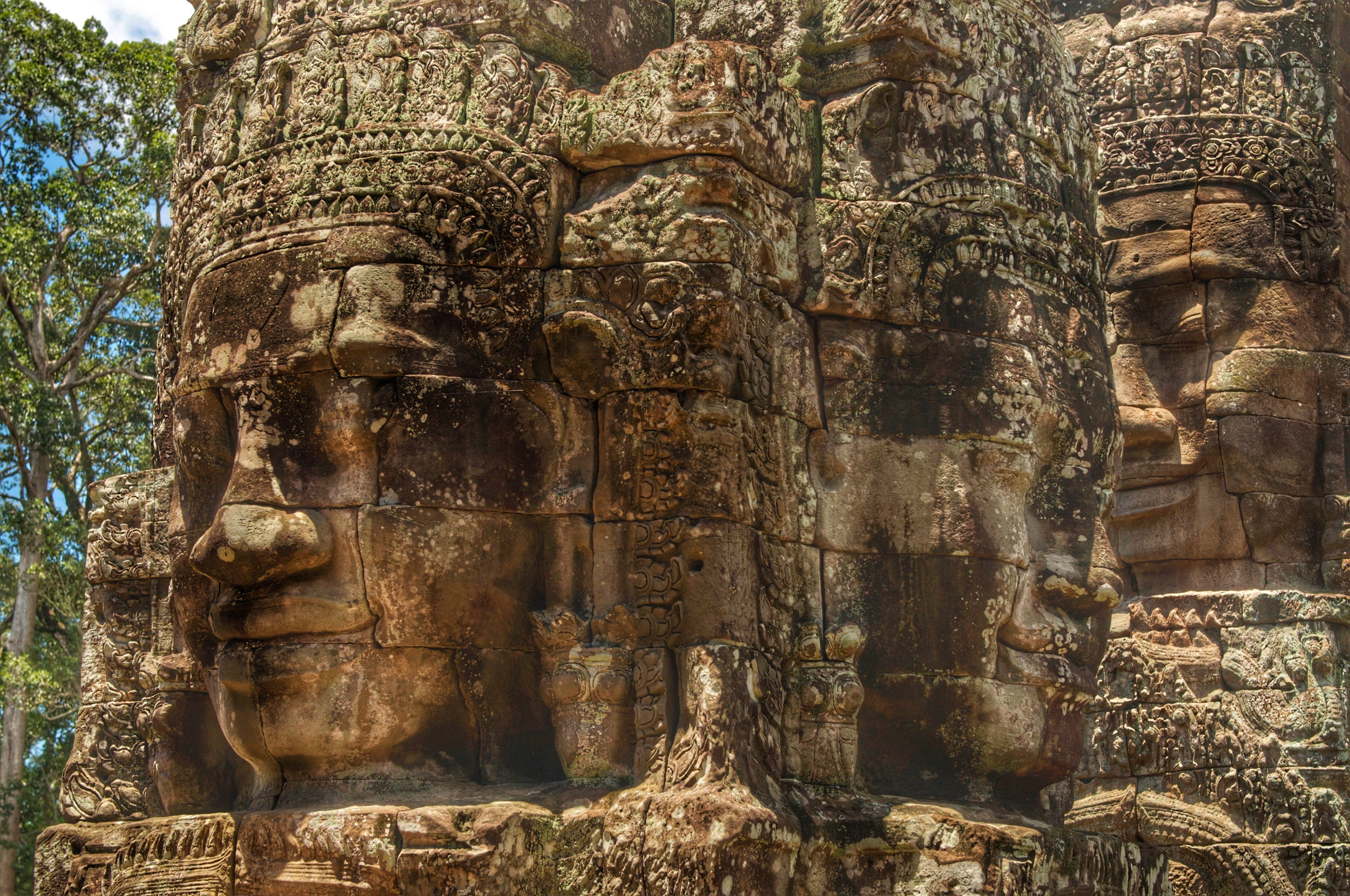The 216 smiling faces of Bayon