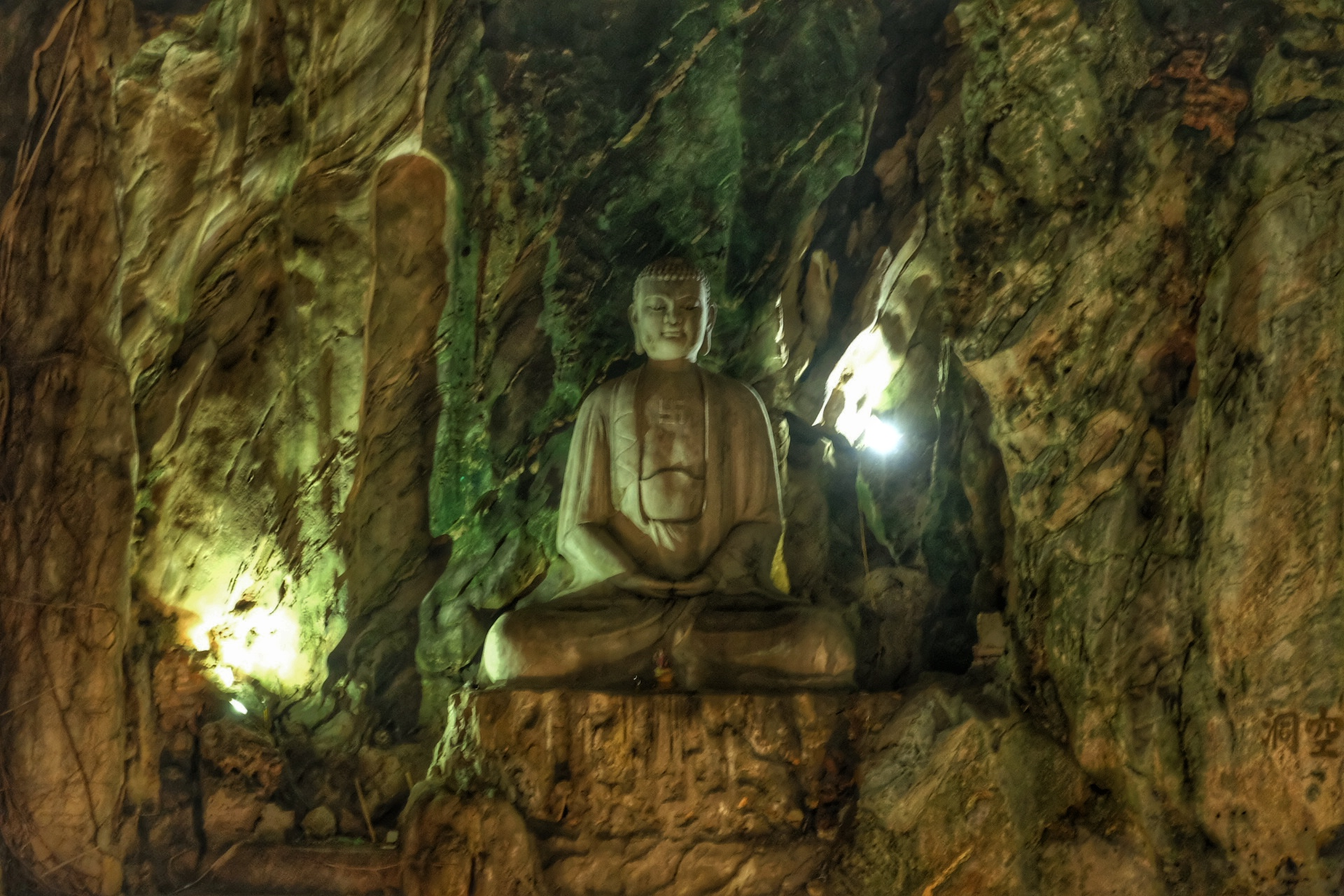Buddha cave at the marble mountain.