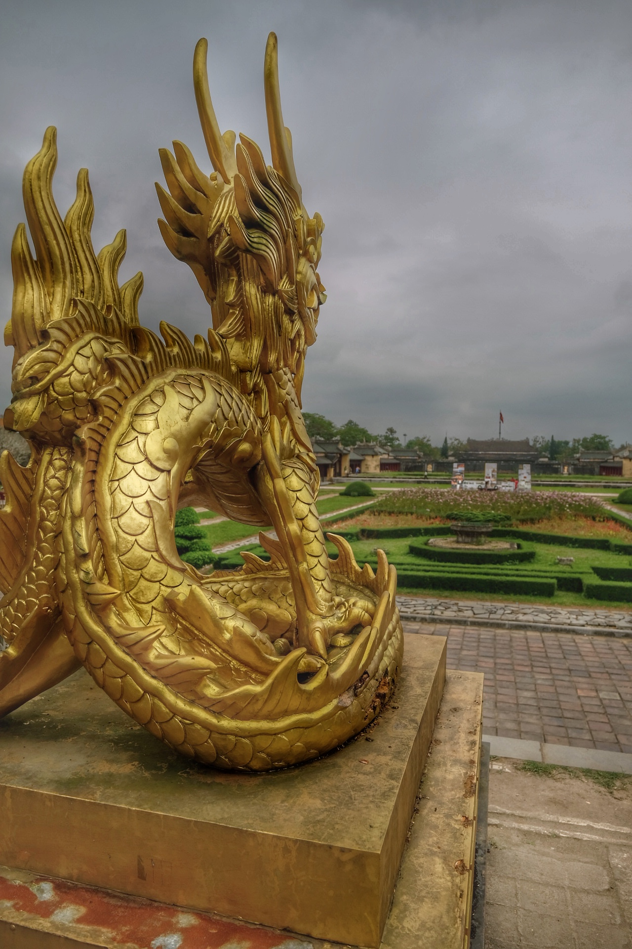 The Golden dragon overseeing the Imperial city.