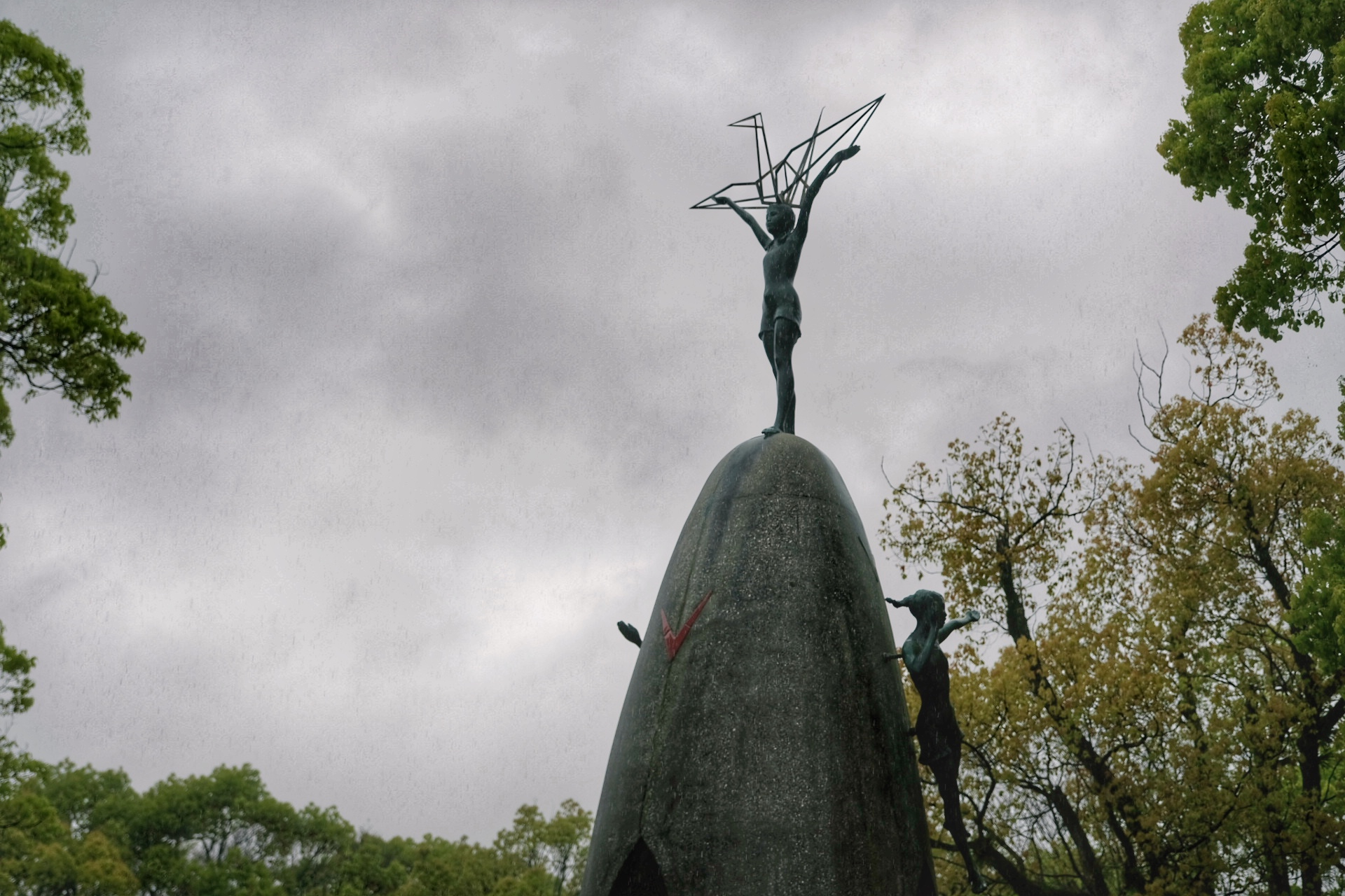 Statue of Sasaki Sadako.