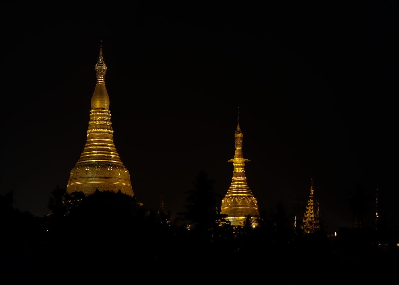 Shwedagon Pagoda lighting up the city at night.