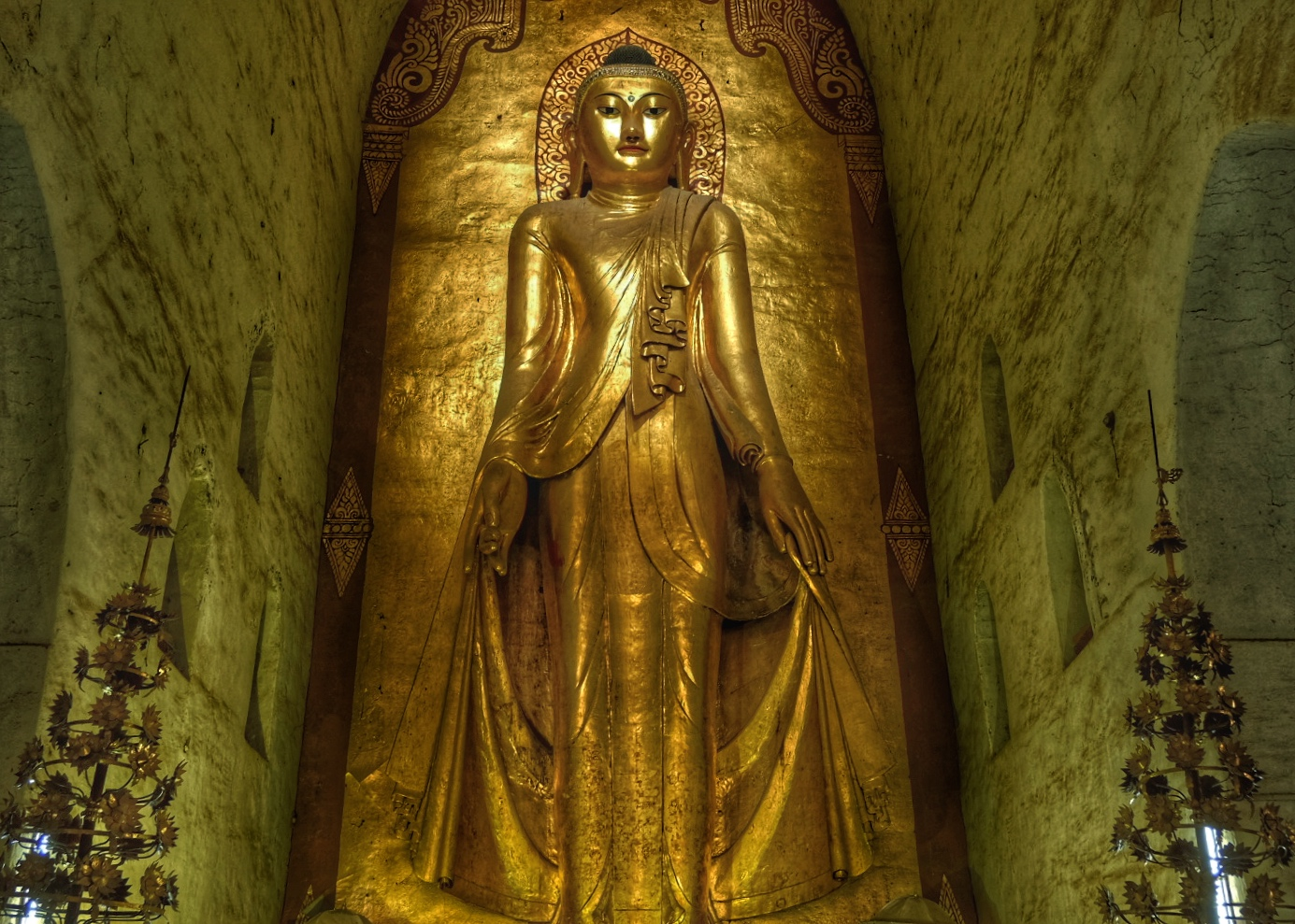 Statue of Buddha inside Ananda Temple.