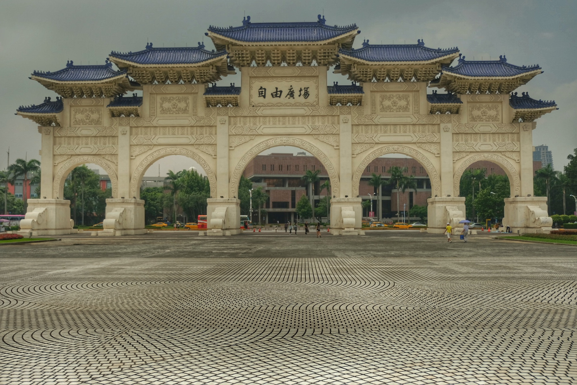 Gates of Great Centrality and Perfect Uprightness leading to Chang Kai Shek Memorial.