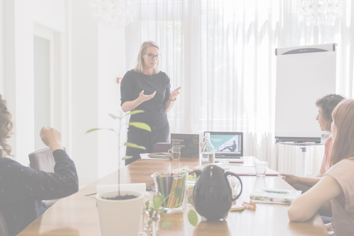 CanvasLab - Als strategisch partner help ik ondernemers die voor een belangrijke keuze staan in de groei van hun bedrijf. Door een heldere structuur en strategie te ontwikkelen, lukt het deze ondernemers met meer vertrouwen én sneller hun bedrijf te laten groeien.Ga naar CanvasLab →