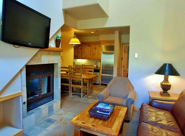 Mt-Lodge-Lvg-Kitchen.jpg