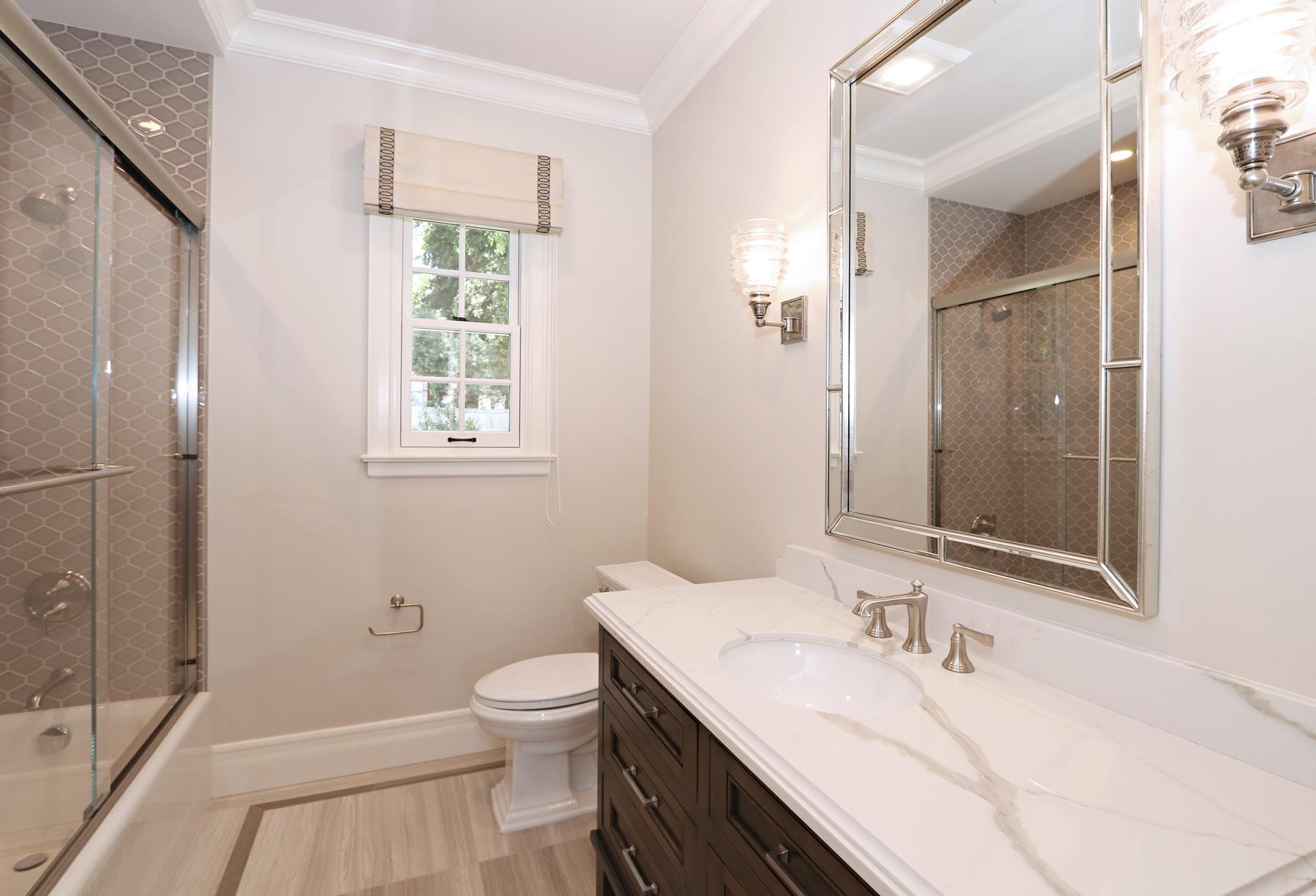 sm_28_Bathroom.jpg