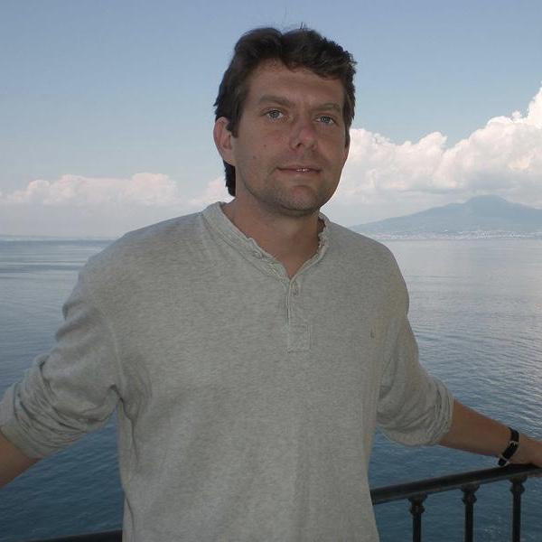 Dr Alan Jamieson   Full Ocean Depth Engineering Consultant  Senior Lecturer in Marine Ecology  Newcastle University, UK   Website