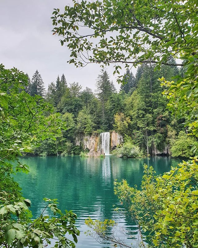 Visiting the Plitvice lakes has been my favorite part of our amazing holiday at Croatia! It was calm, green, and relaxing. Can't wait to go back some day again 💚 . . . . . . . #nationaldestinations  #destinationearth #awesomepix #earthawesome #fantastic_earth#thebeautifultravels #earthlandscape #awesome_photographers #awesomeglobe #worldcaptures #beautifuldestinations #passionpassport #worldplaces #croatia #lake #nature #beautiful  #holiday