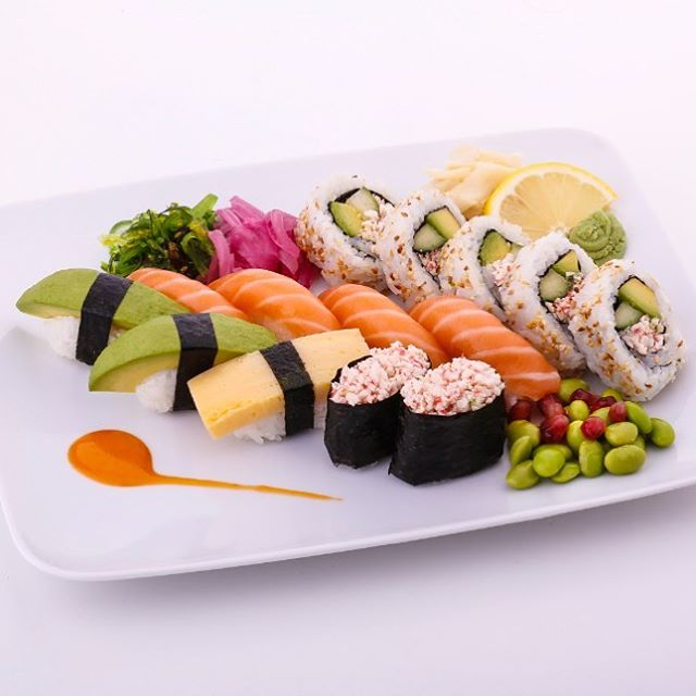 Dags att krossa myten om att gravida inte kan äta laxsushi. På Sushi Yama introduceras nu en helt ny Mammasushi med rå lax. #sushi #mamasushi #gravid #lax 🍣🍱🤰👍 Mer info: http://norskfisk.se/mammasushi