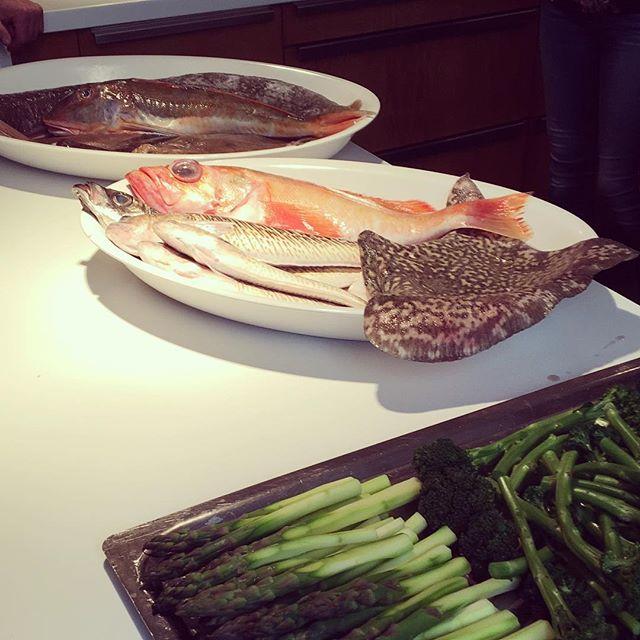 Spännande lunch idag. Ska tillagas av Nobu-kocken Oyvind Naesheim på workshop om hållbarhet, bifångst och god fisk. 🌊🐟👨🍳👌#seafood #health #bifångst #food