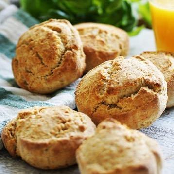 Frukosttips (till helgen): recept på goda scones med fullkorn och olja istället för bara vetemjöl och smör. Finns nu på bloggen. 🍞🥖💚 #scones #fullkorn #olja #hälsa