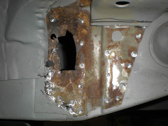 94 LR Crossmember Rust_jpg.jpg