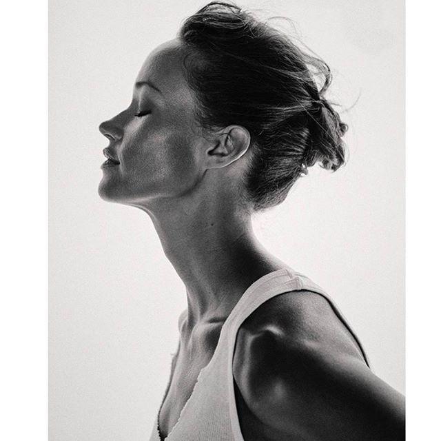 #beauty by #hairandmakeup artist @michael_thomas_214  #photography @fredrikbrodenphotography @jenbuttersagency  #model @missnouveaumusic @kimdawsonagency #bekindworkhard #glow #dewymakeup #texturedhair #blackandwhitephotography
