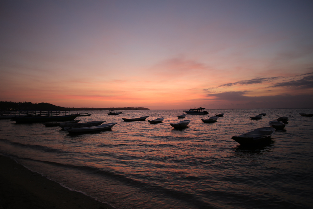 Nusa-Lembongan-Sunset-Boats.jpg