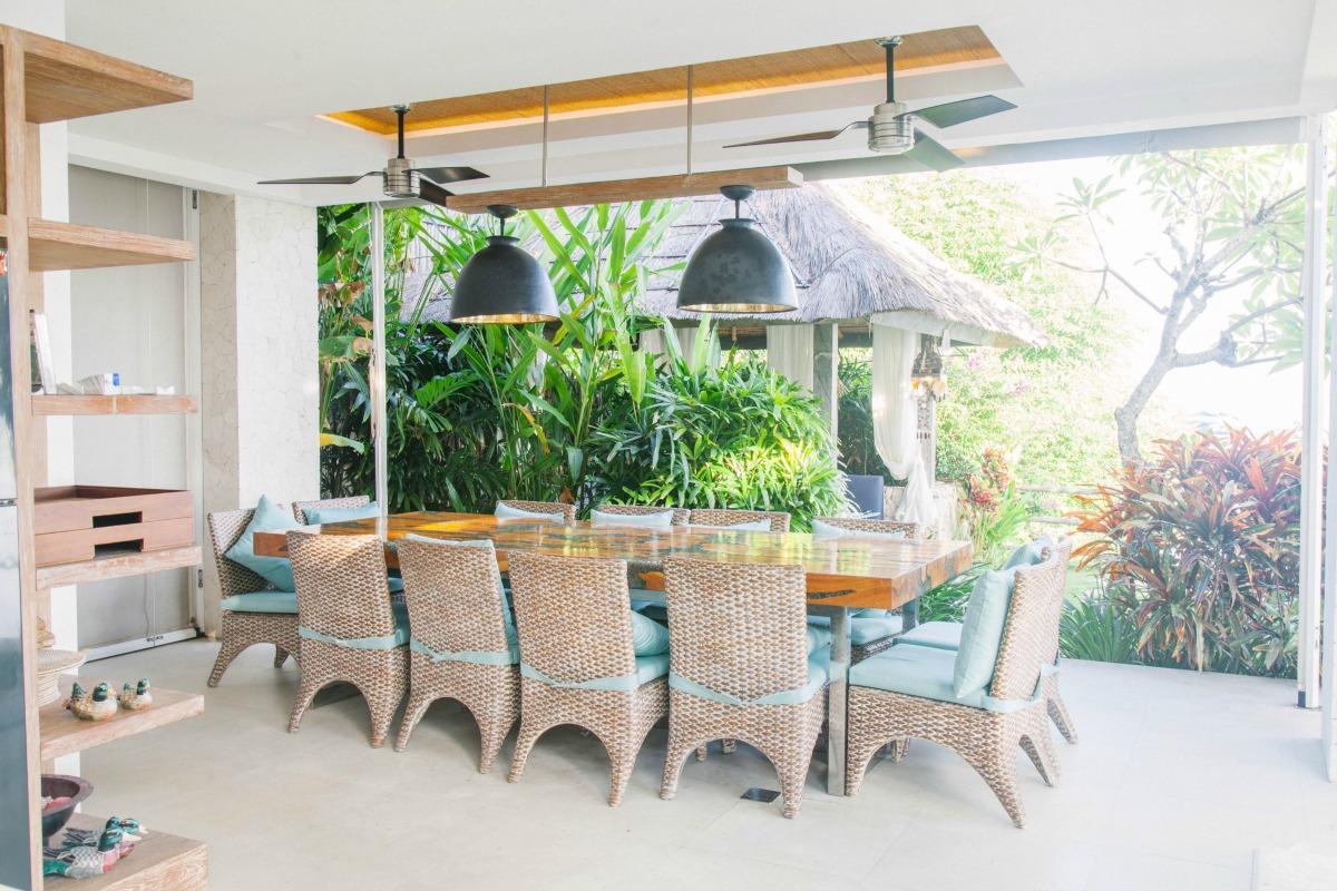 indoor-dining-luxury-private-villa-bali.jpg