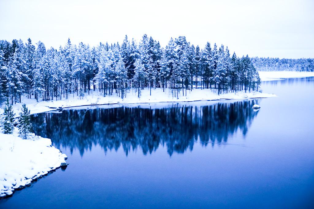 Lake reflection lapland Russian border.jpg