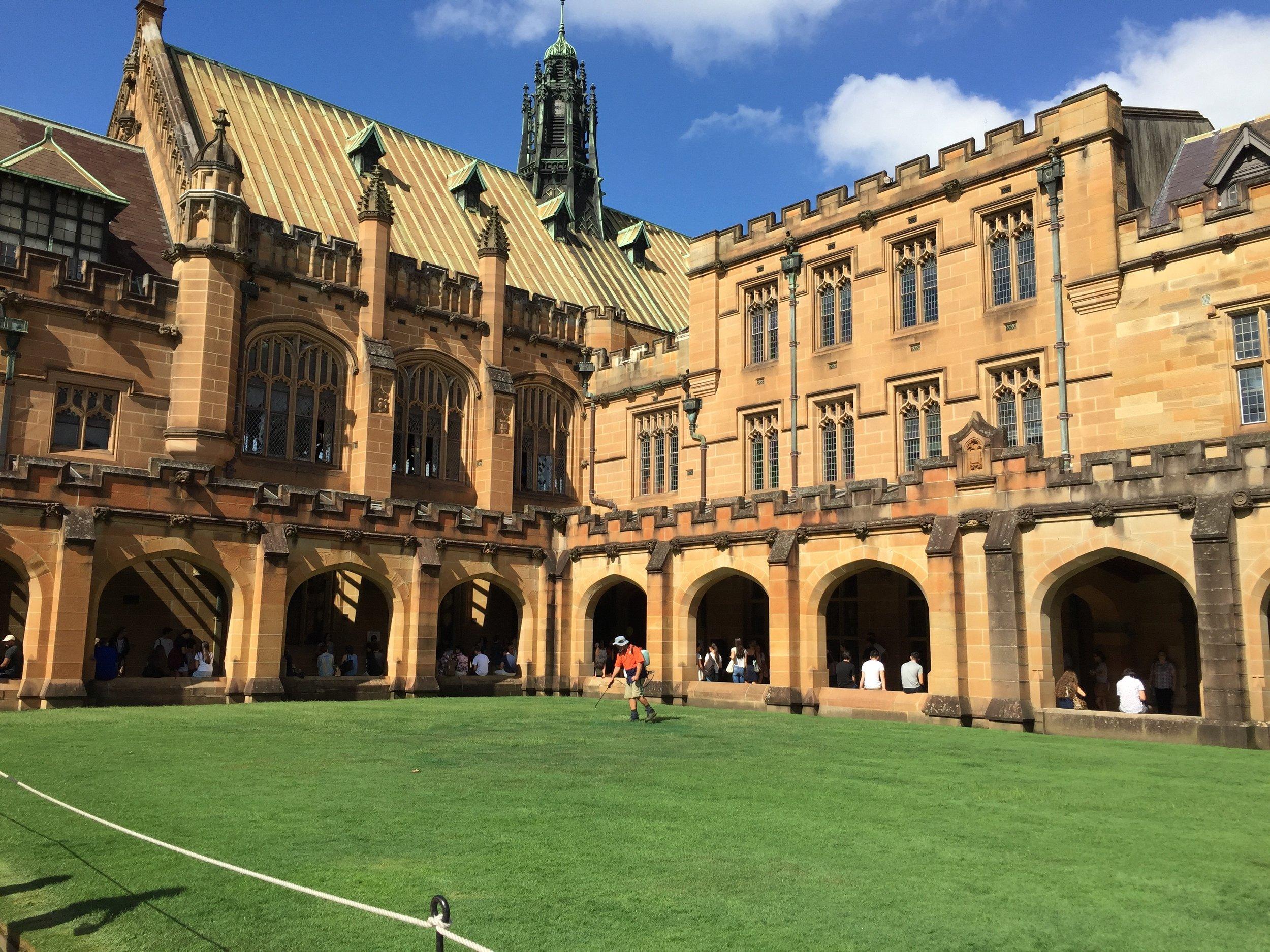 Innenhof des Hauptgebäudes der ältesten Universität Australiens.