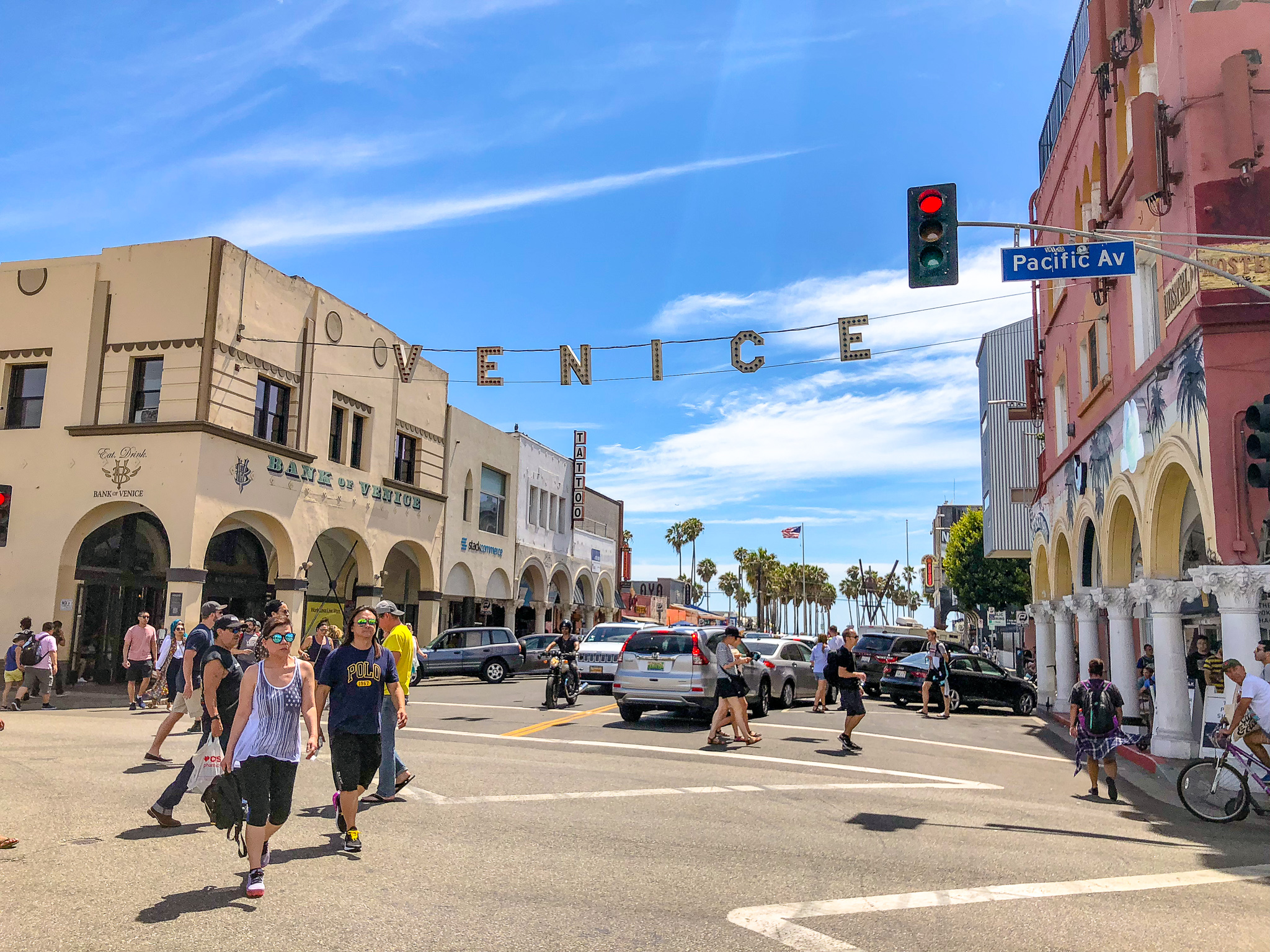 It is always busy at the Venice beach sign